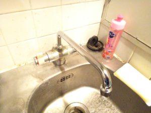 台所水栓スパウト部水漏れ